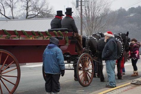 Vintage carriage rides reign in the visitors