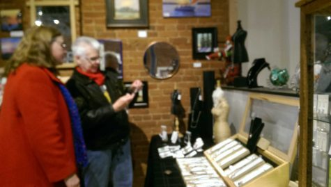 Art shop pops up for holiday season
