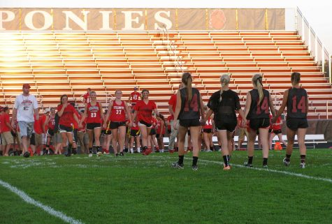 Seniors bring back Powderpuff football
