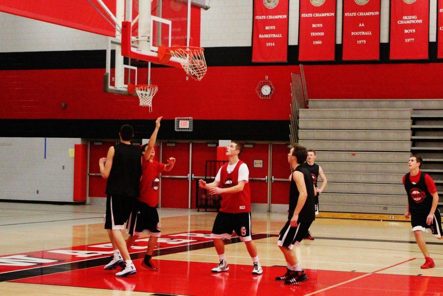 Boys+basketball+players+anticipate+strong+season