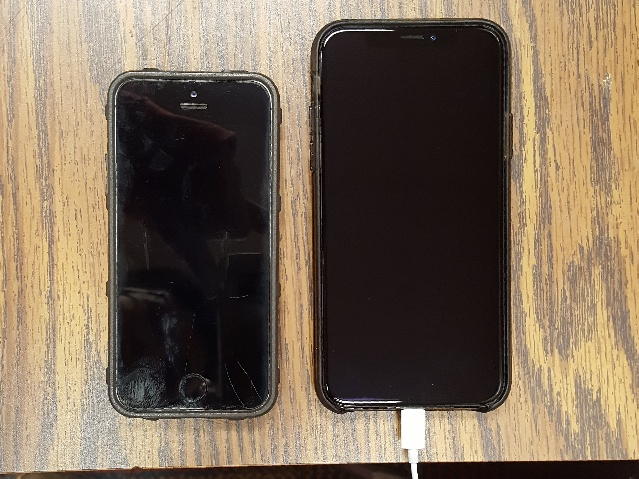 Here's a comparison between Apple's older(5S, Left) and newer phones(X, Right). Despite being four years apart, both run the latest iOS 12.