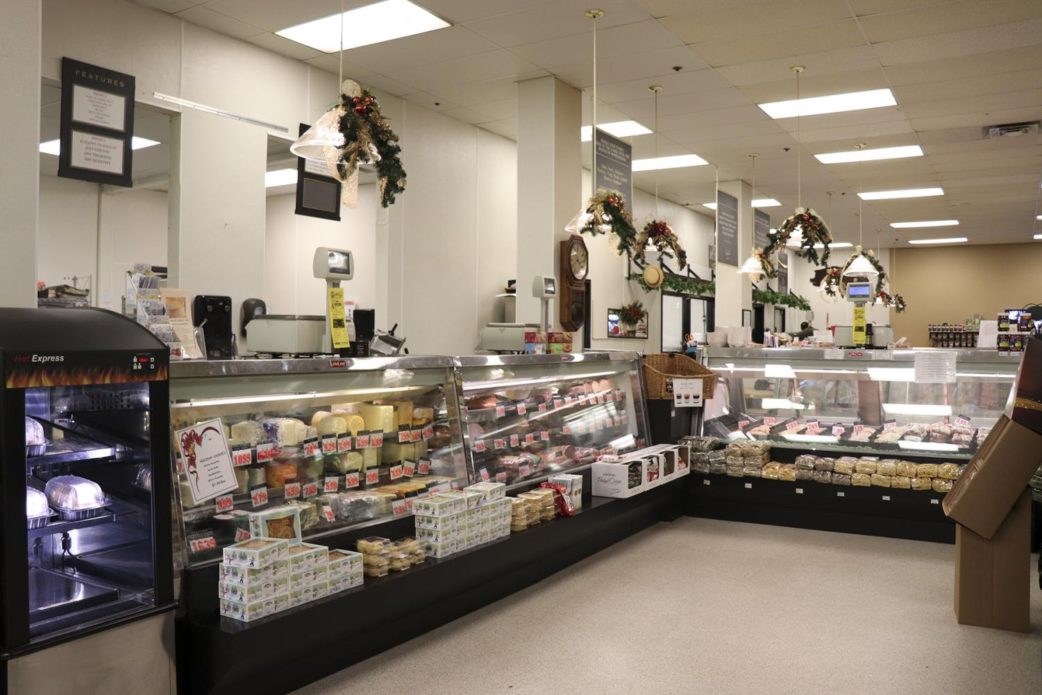 Inside+of+Brines%2C+the+market+and+deli+gives+customers+a+large+selection+of+foods.