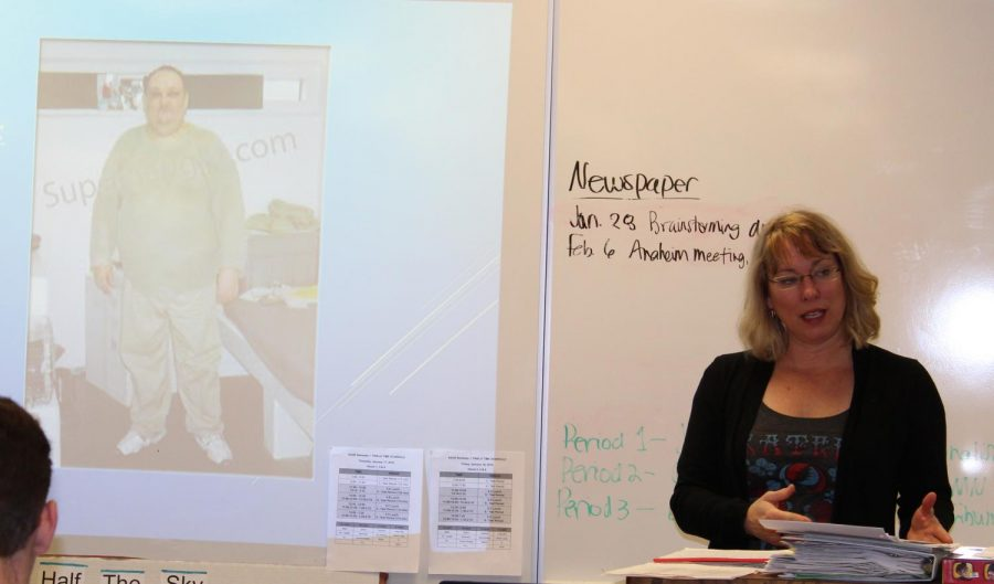 Julie Bartkey presents key points of her career with first hour newspaper students.