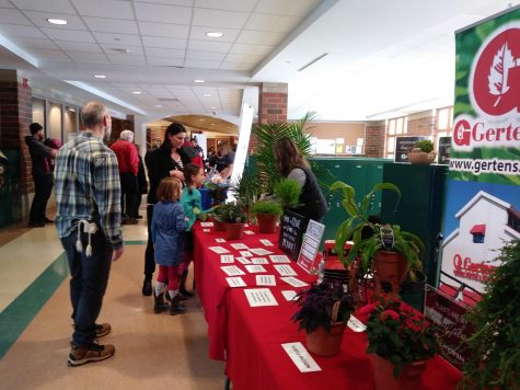 Students visit the Gertens booth at the Da Vinci Fest Jan. 25. Students were able to take a quiz to learn about different plants. The Gertens  booth was one out of the 41 community booths guests could visit.