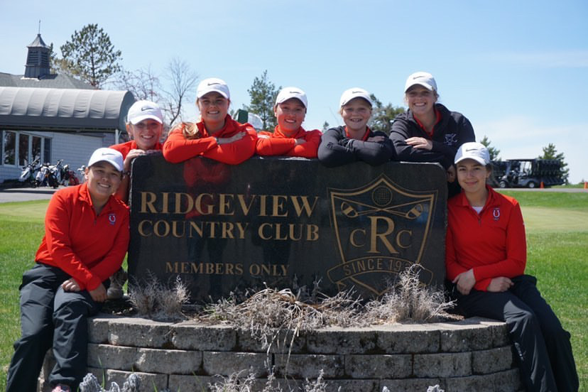 Maria Vincent, Paige O'Neal, Sam Kane, Savannah Vincent, Caroline Monty, Catherine Monty and Caitlyn Garrity smile in front of Ridgeview Country Club sign last season. These golfers led the team to state last season and the girls coming back for the 2020 season are hoping to repeat the past.