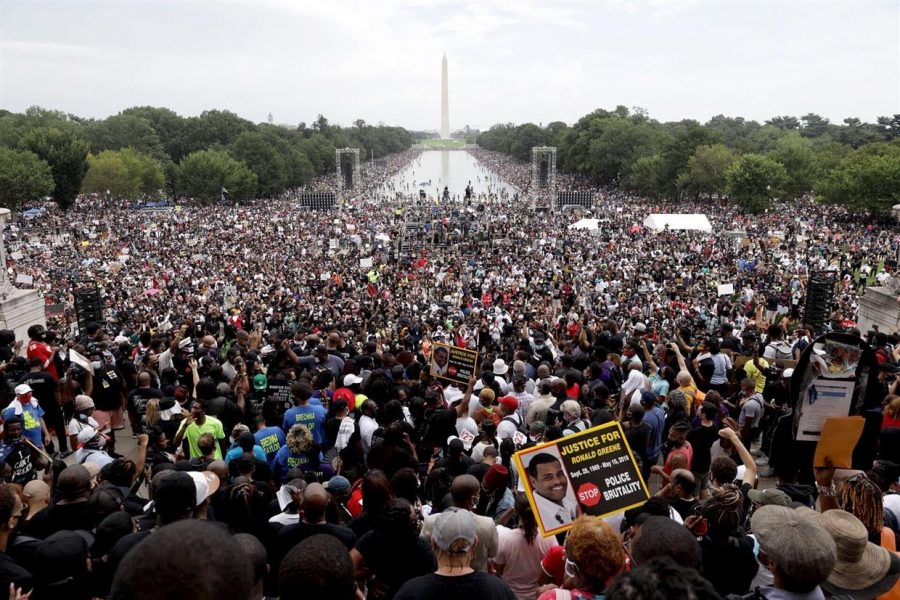 Supporters+gather+at+Lincoln+Memorial+to+demonstrate+their+unity+to+March+on+Washington+on+Aug.+28.