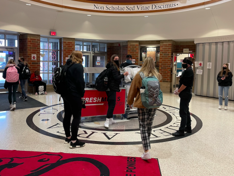 Students can grab lunch from three locations this school year, the main rotunda, the Pony Market, and the main lunch line. At least one cafeteria worker looks over each location to help students and count meals.