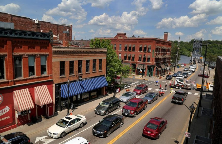 Cars+and+people+bustle+into+Downtown+Stillwater%E2%80%99s+food+scene.+Historical+buildings+are+filled+with+restaurants%2C+boutiques+and+vintage+shops.+Downtown+Stillwater+is+the+core+of+the+food+scene+announced+by+%E2%80%98USA+Today%E2%80%99.
