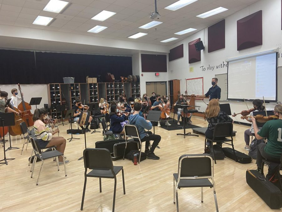 Ryan+Jensen+has+been+hired+to+be+the+new+Symphonic+and+Concert+Orchestra+conductor+at+SAHS.+He+joins+the+Varsity+orchestra+during+their+class+period+and+conducts+music+with+them.